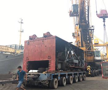 Vận chuyển 2 Xe cẩu Manitowoc-4600 từ cảng Bến Nghé đi Đồng Nai
